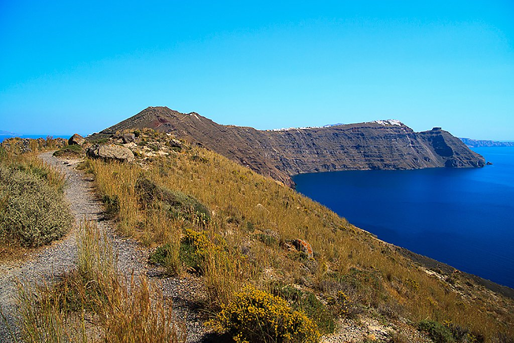 On the seven-mile hike from Thira to Oia - Hiking Santorini