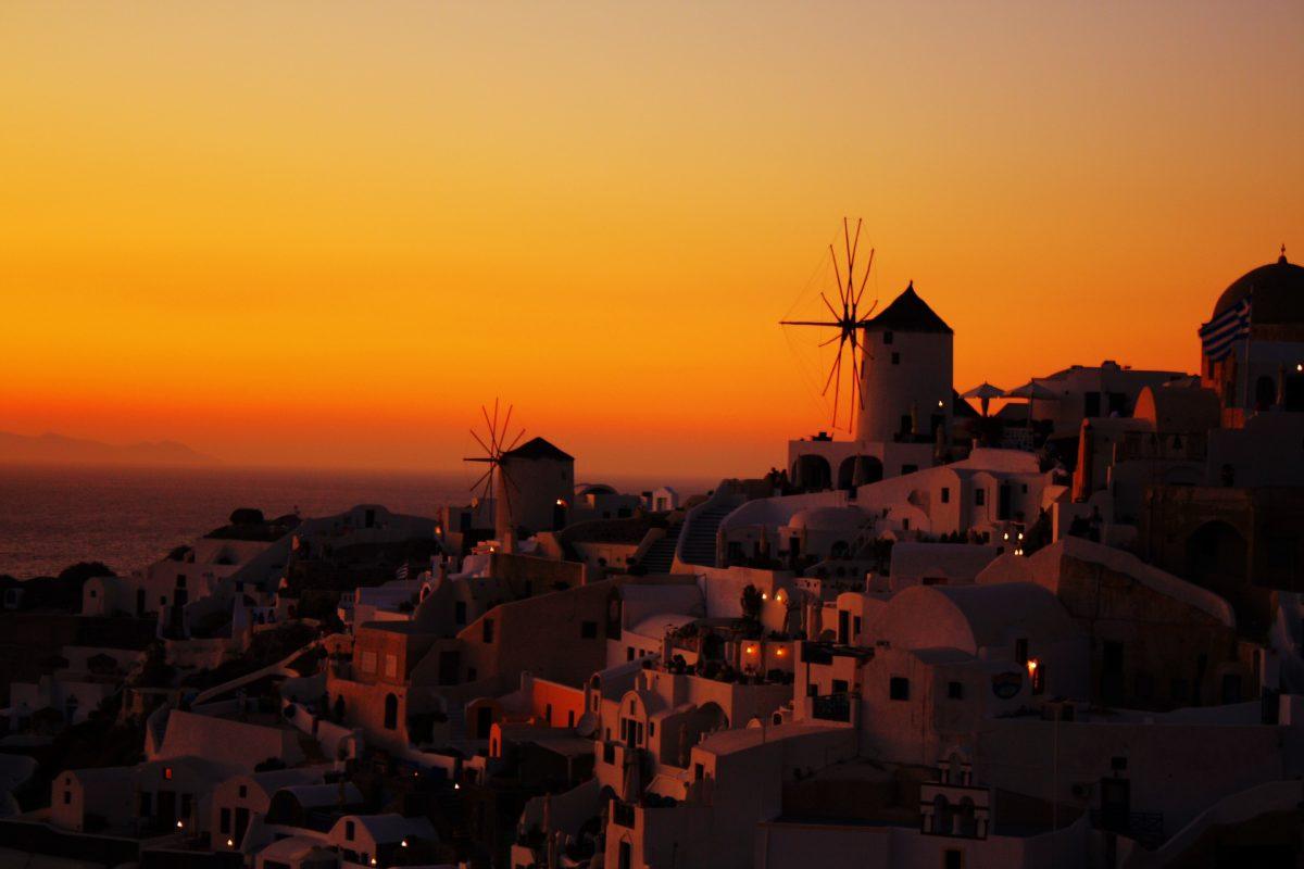santorini sunset - honeymoon blog