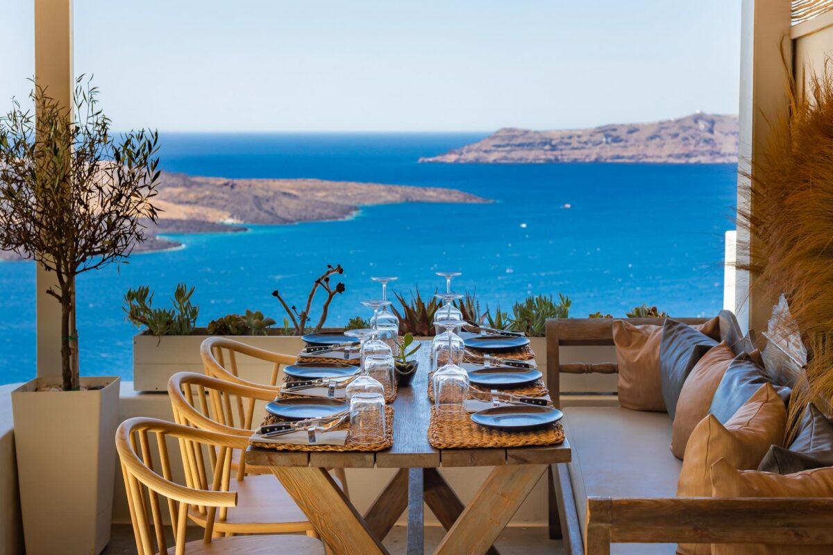 Idol Restaurant in Santorini - Fira